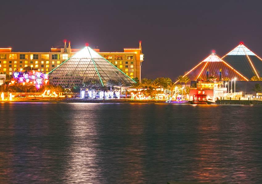 Moody Gardens Aquarium Pyramid and golf course; Photo: Galveston Island CVB
