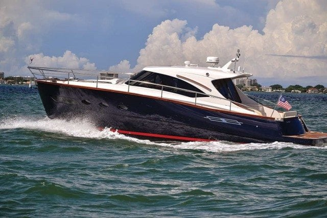 Chris-Craft Commander 42