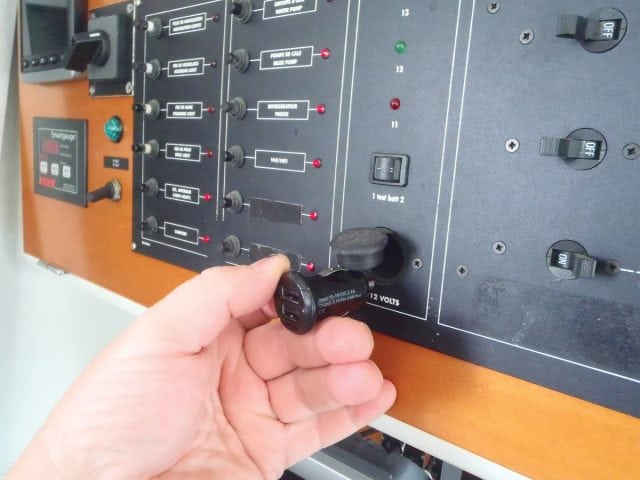 install a USB charger on your boat, how to install a USB charger on your boat, USB charger, iphone charger aboard, how to install a phone charger on your boat