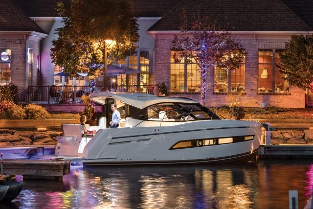Carver Yachts C34 Coupe