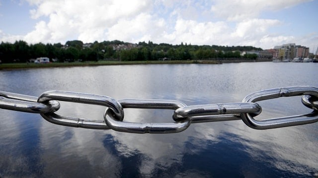An image of a clean chain on a boat