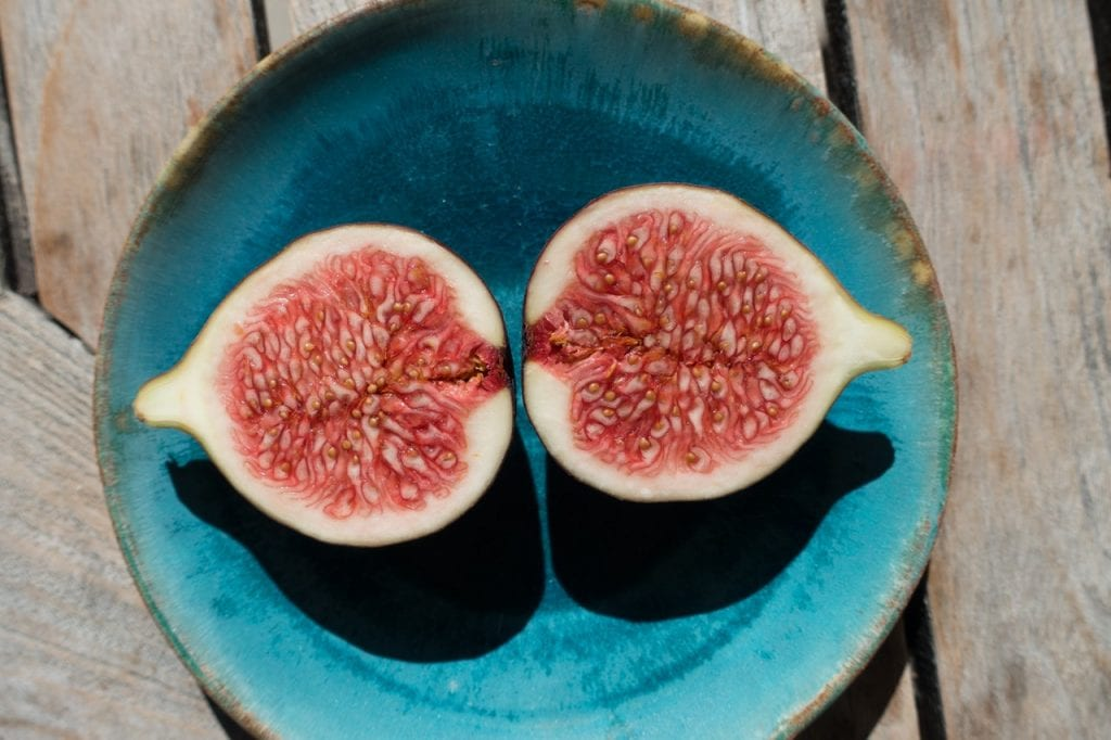 an image of a sliced fig for fig-topped brie
