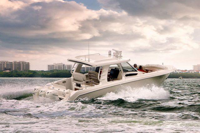 Boston-Whaler-380 Realm