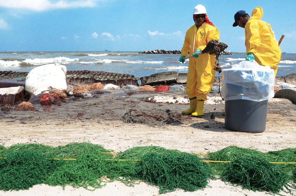 HSE_workers clean up from Deepwater Horizon