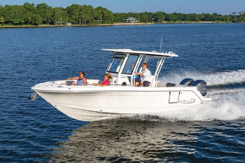 an image of the Robalo R272